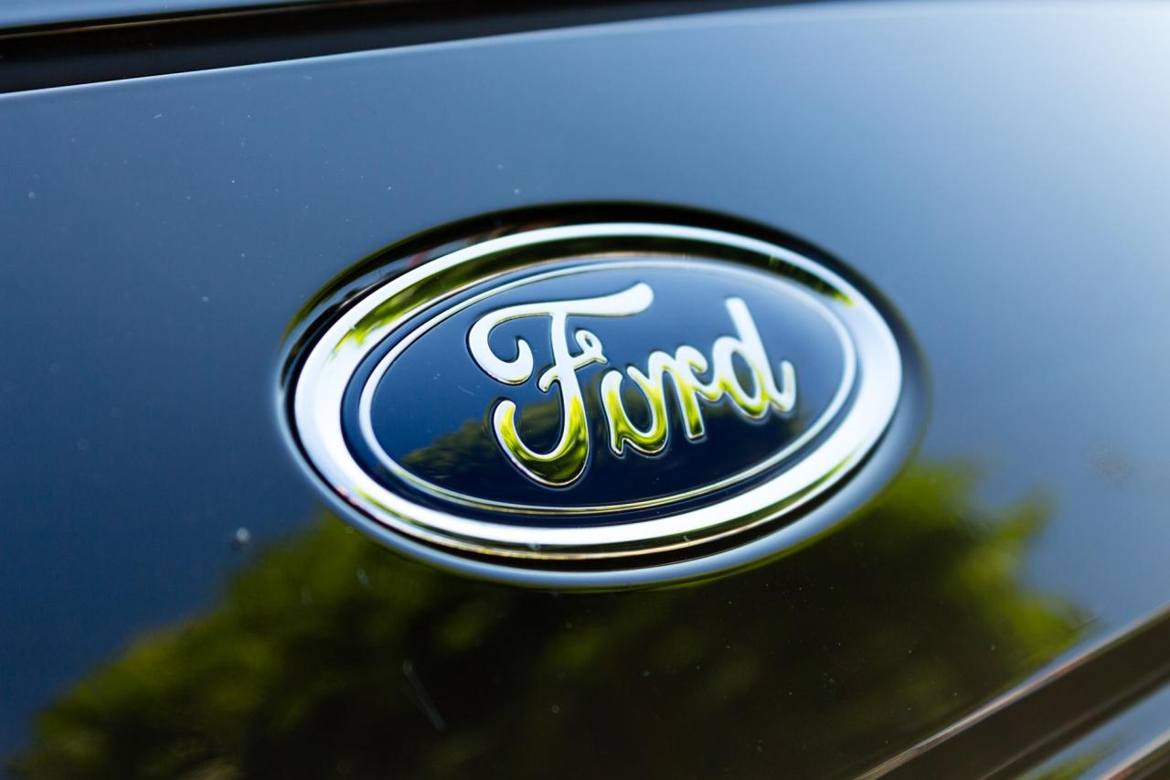 Ford - Motorenöl für neue Motor-Anforderungen SAE 0W-30