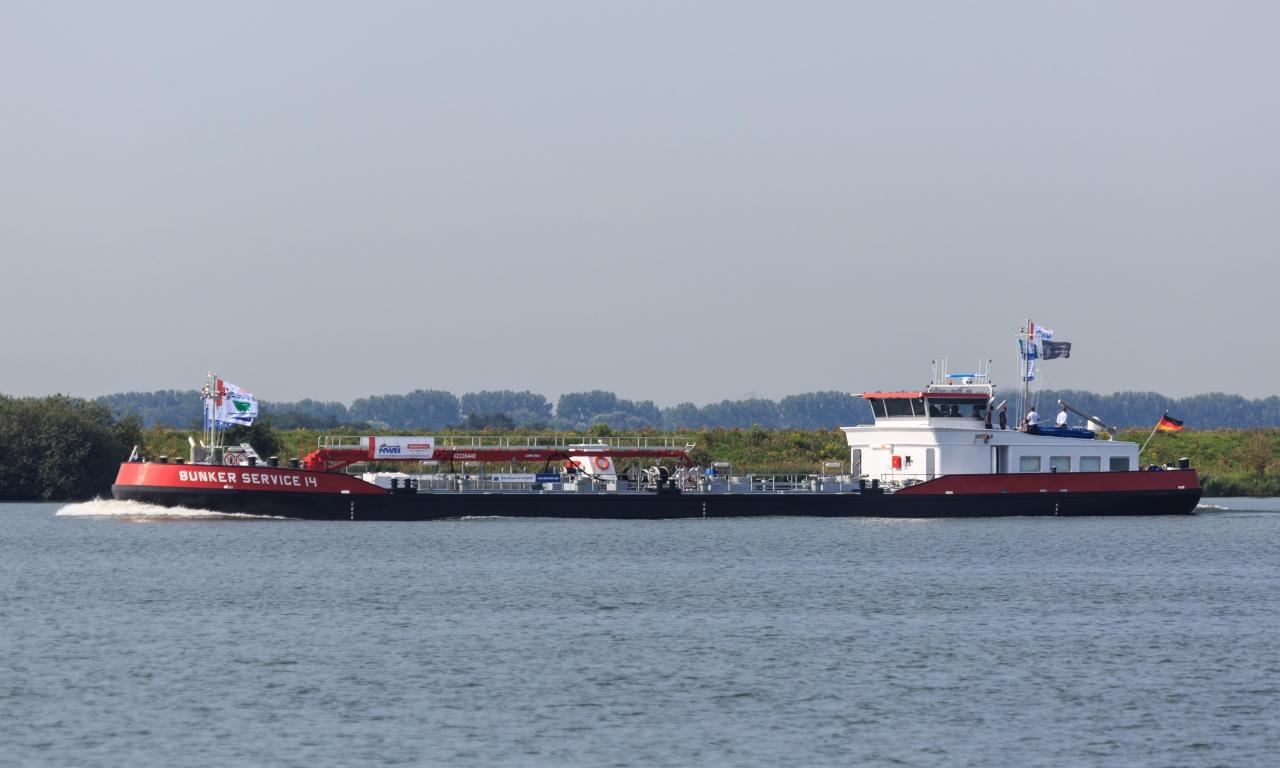 Hoyer übernimmt NWB mit 7 Bunkerschiffen